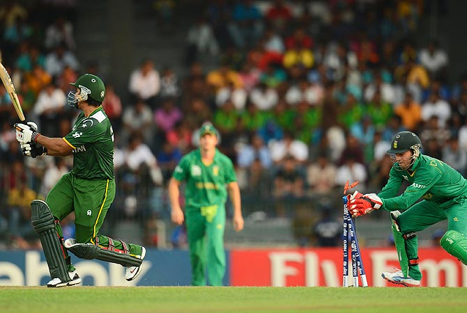 Pakistan's Nasir Jamshed (L) is stumped by South Africa's AB de Villiers. -Photo by Reuters