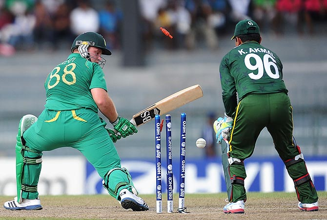 Richard Levi (L) gets dismissed by Saeed Ajmal. -Photo by AFP