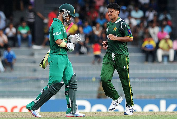 Yasir Arafat (R) celebrates the wicket of JP Duminy. -Photo by AFP
