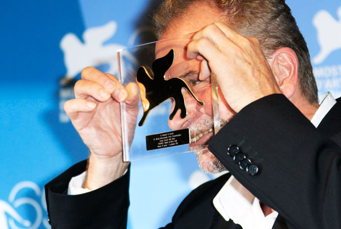 "Director Ulrich Seidl shows his Jury Special Award for his movie ""Glaube"" at the awards photo call."