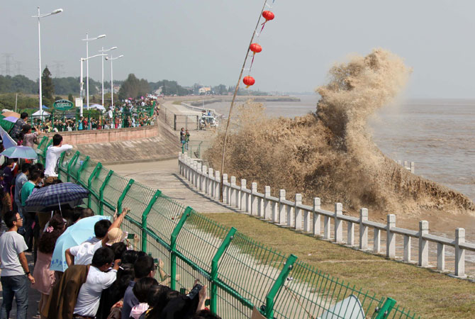 A tidal wave hitting against the river bank at the mouth of the Qiantang river in Haining, in eastern China's Zhejiang province, at the start of the annual International Qiantang River Tidal Bore Watching Festival.