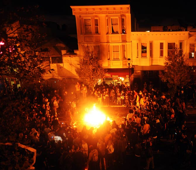 San Francisco Giants fans celebrate with a BONFIRE. ? Photo by AP