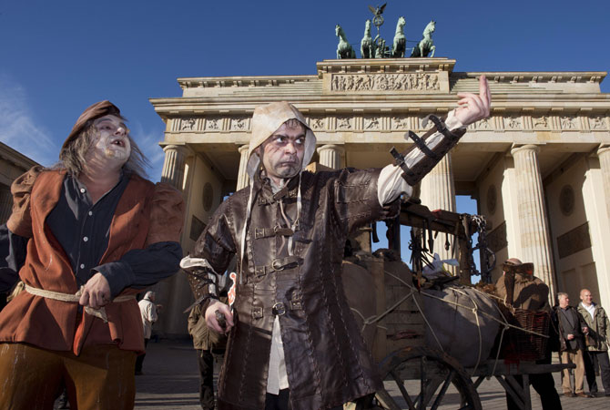 The performance was organized as a publicity stunt by Berlin Dungeon, a new scary attraction. ? Photo by AFP