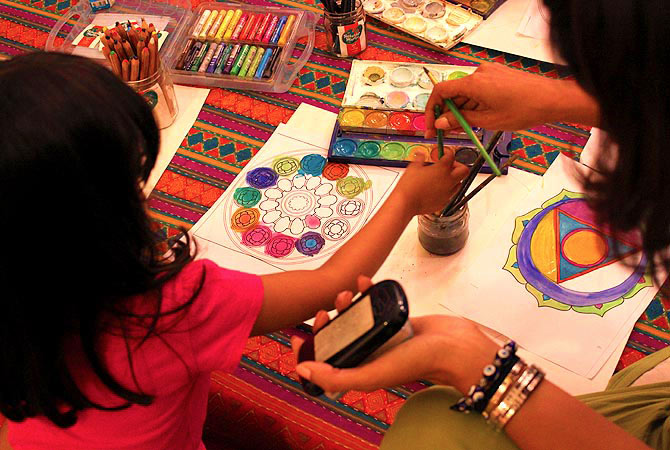 Inaaya, a four year old visitor all set to paint a mandala, at the mandala workshop, T2F, Jumma Hafta Art Bazaar, Karachi. — Photo by Shameen Khan/Dawn.com