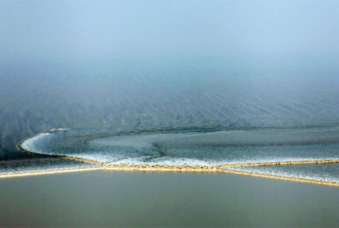 A tidal wave coming in at the mouth of the Qiantang river in Haining, in eastern China's Zhejiang province, at the start of the annual International Qiantang River Tidal Bore Watching Festival.