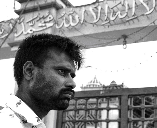 This man, spotted outside the Shrine of Abdullah Shah Ghazi in Karachi, has a very troubled face. It is a powerful blend of worry and seething resentment.  What is his life and of those around him? Would his anger explode destructively one day?  We can only speculate and wonder.