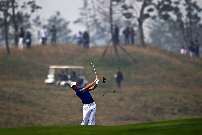 Rory McIlroy of Northern Ireland plays a shot on the second hole during the final round of the BMW Masters 2012 golf tournament at Lake Malaren Golf Club in Shanghai.?Photo by Reuters