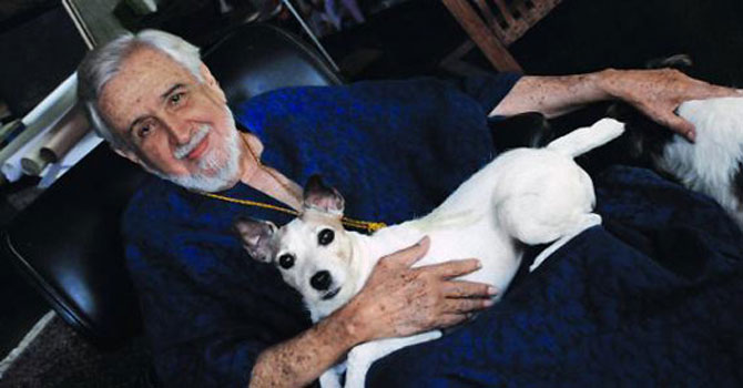 "When his dog had run over to me while I was sitting with him in his home during an interview, I had leaped up in fear and asked if it could be taken away. Cowasjee had become angry and exclaimed, ""Mullah hai kya?"" – File photo courtesy The Herald"