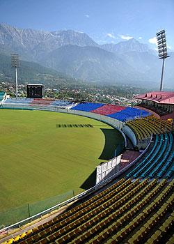 barmy army, dharamshala, Himalayas, england's tour of india, Dalai Lama, H.S. Manhas, Himachal Pradesh Cricket Association Stadium, Kings XI Punjab,
