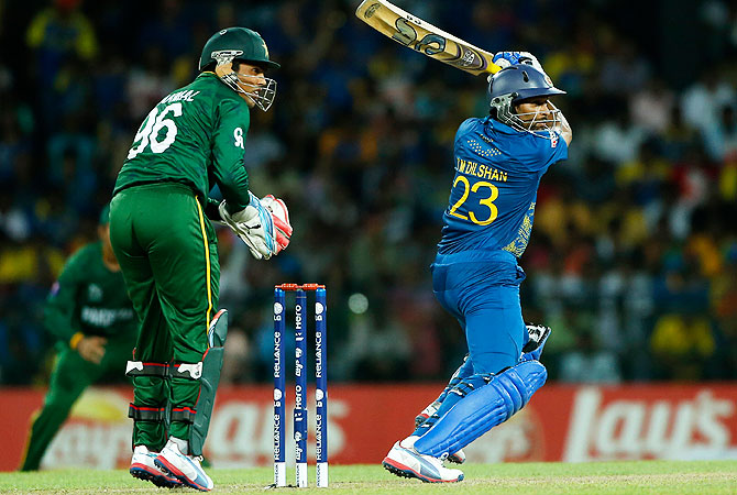 Sri Lanka's Tillakaratne Dilshan, right, plays a shot as Pakistan's wicketkeeper Kamran Akmal watches. -Photo by AP