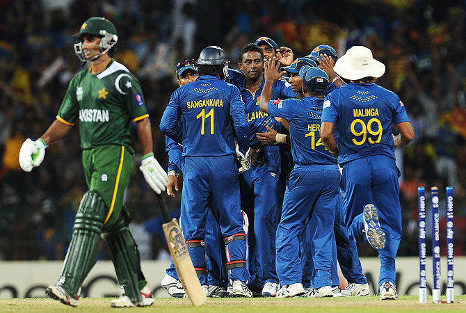 Ajantha Mendis (C) celebrates with teammates after he dismissed Pakistan batsman Imran Nazir. -Photo by AFP