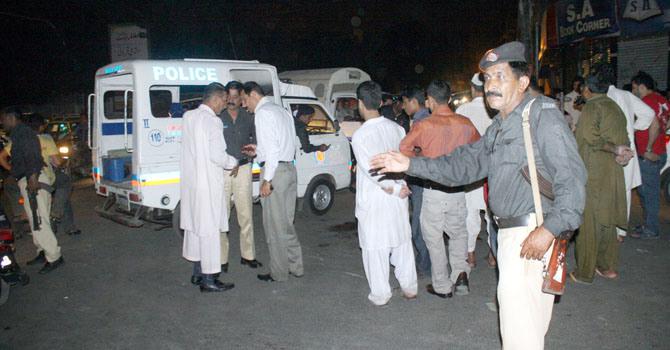 karachi-police-firing-ppi-670