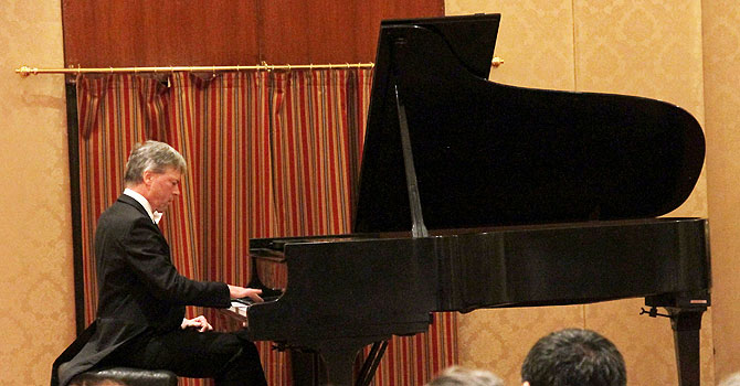 Hitzlberger enthrals audience by playing Liszt