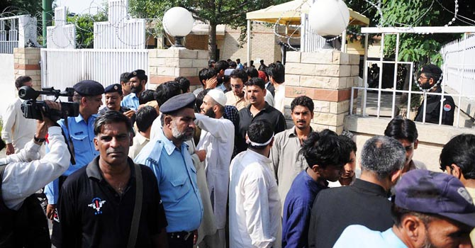 Police officials bring the suspects arrested on Youm-i-Ishq-i-Rasool, in Anti Terrorism Court in Rawalpindi. – File photo by Online