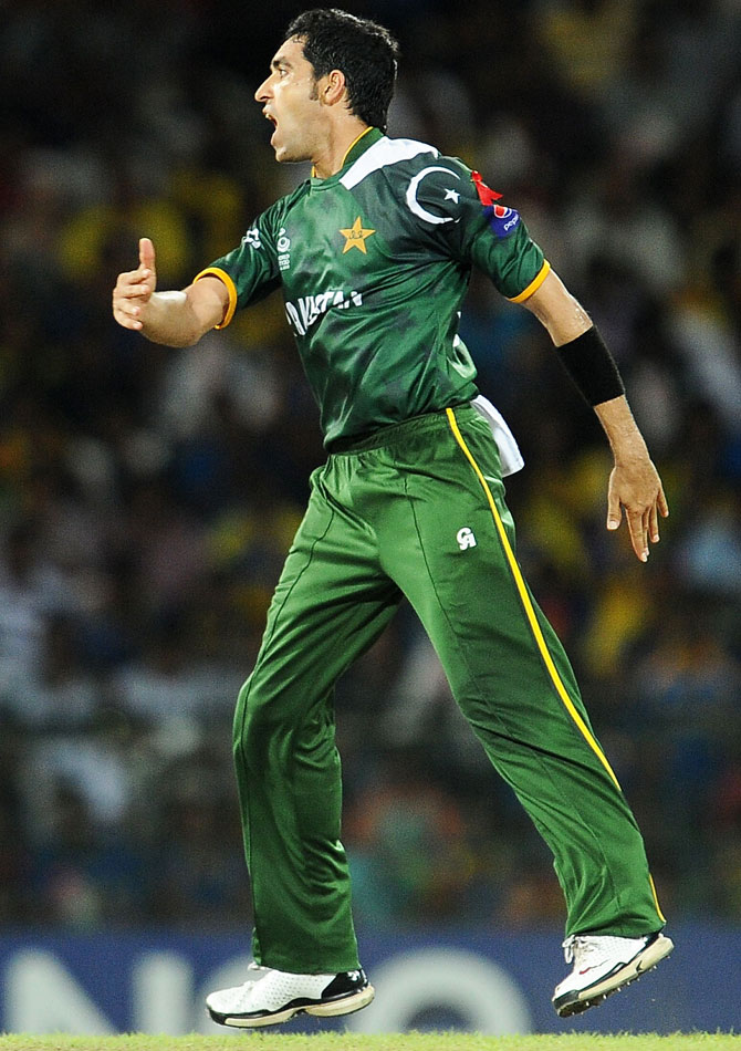 Pakistan cricketer Umar Gul celebrates after he dismissed Sri Lankan batsman Tillakaratne Dilshan. -Photo by AFP