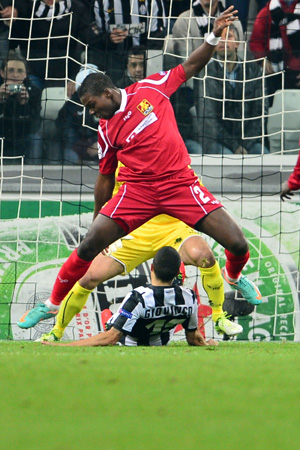 Nordsjaelland's defender Jores Okore (top) fights for the ball with Juventus' forward Sebastian Giovinco  during the Champions League match between Juventus and FC Nordsjaelland on November 7, 2012 in the stadium of Alps in Turin.