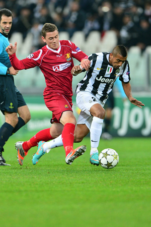 Juventus' midfielder of Chile Arturo Vidal (Right) fights for the ball with Nordsjaelland's midfielder Kasper Lorentzen during the Champions League match between Juventus and FC Nordsjaelland on November 7, 2012 in the stadium of Alps in Turin.