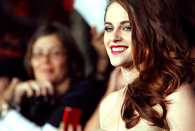 "Cast member Kristen Stewart poses at the premiere of ""The Twilight Saga: Breaking Dawn - Part 2""? Reuters Photo"