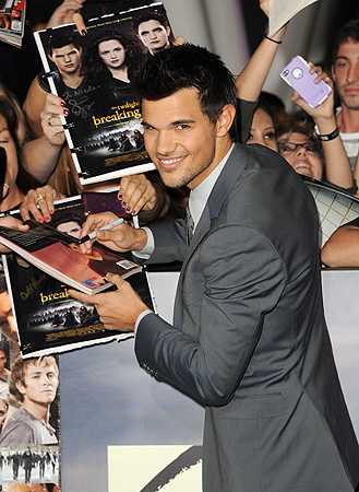 Actor Taylor Lautner arrives at the premiere of Summit Entertainment's 'The Twilight Saga: Breaking Dawn - Part 2' ? AFP Photo