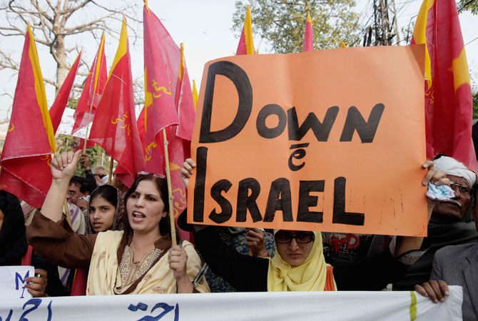 Supporters of Awami Workers Party shout slogans during an anti-Israeli demonstration in Lahore November 22,2012. A ceasefire between Israel and Gaza's Hamas rulers took hold on Thursday after eight days of conflict, although deep mistrust on both sides cast doubt on how long the Egyptian-sponsored deal can last.