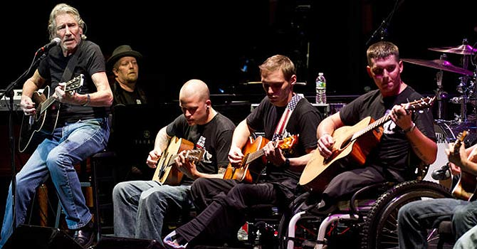 Roger Waters plays with band of wounded veterans