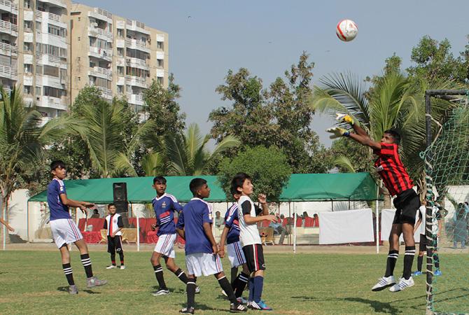 Karachi's street children aim for Brazil 2014