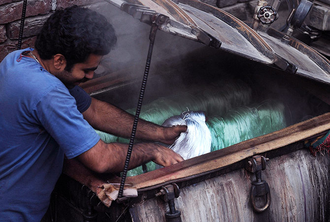 Pakistan - World's fourth largest producer of cloth