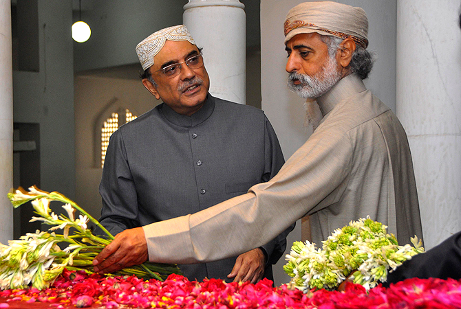 Pakistan's President Asif Ali Zardari (L), widower of assassinated former Prime Minister Benazir Bhutto, talks to Education Minister of UAE Shaikh Nahyan Bin Mubarak Al Nahyan as he stands beside Buhtto's grave to mark her death anniversary at her family mausoleum in Garhi Khuda Bakhsh, near Larkana December 26, 2012. ? Reuters Photo