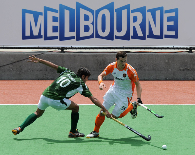 Sander Baart  (R) of The Netherlands is tackled by Muhammad Rizwan Senior of Pakistan during their men's hockey match at the Champions Trophy in Melbourne on December 1, 2012. ? Photo by AFP