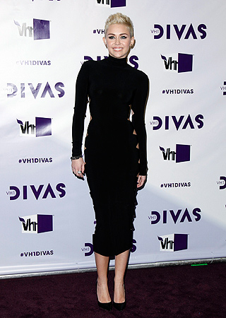 Singer Miley Cyrus arrives at the VH1 Divas 2012 show in Los Angeles, December 16, 2012. ? Reuters Photo