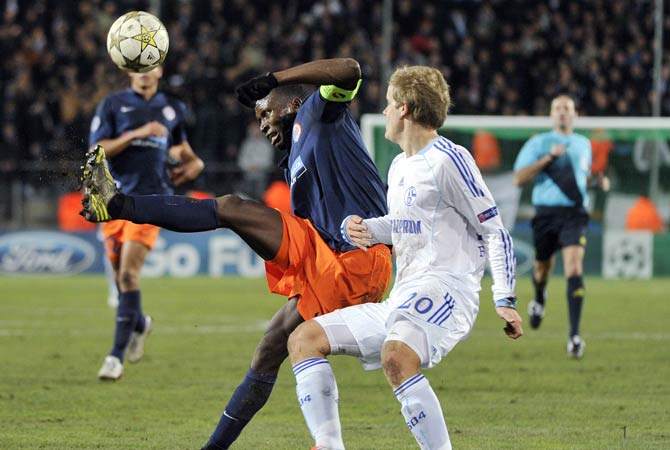 Montpellier's French defender Mapou Yanga-Mbiwa (Left) vies with Schalke's Finnish forward  Teemu Pukki (Right) during the UEFA Champions League football mo Montpellier's Cameroon defender Henri B?dimo atch Montpellier Herault SC vs FC Schalke 04 on December 4, 2012 at the La Mosson stadium.