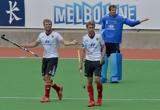 Captain Moritz Fuerste of Germany (L) and team-mates appeal to the umpire after Pakistan scored a goal during the first quarter final at the Men's Hockey Champions Trophy in Melbourne on December 6, 2012. Pakistan beat the number 1 ranked Germany 2-1. ? Photo by AFP