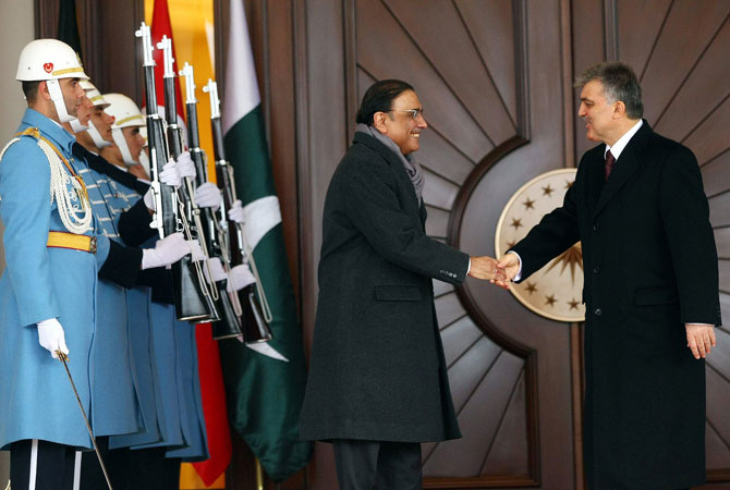 Turkish President Abdullah Gul (R) shakes hands with his Pakistani counterpart Asif Ali Zardari (L) on December 12, 2012 before their meeting in Ankara.