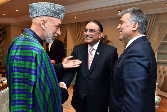 Presidents Hamid Karzai of Afghanistan (L), Asif Ali Zardari of Pakistan (C) and Abdullah Gul of Turkey (R) chat during a dinner at the Presidential Palace of Cankaya in Ankara late December 11, 2012.