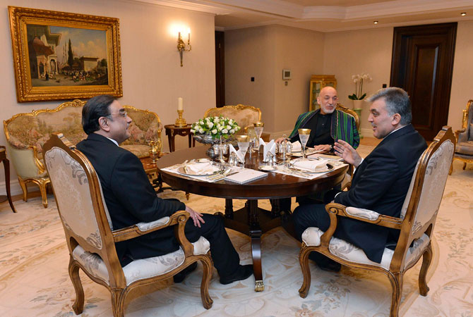 Presidents Asif Ali Zardari of Pakistan (L), Hamid Karzai of Afghanistan (2nd R) and Abdullah Gul of Turkey (R) chat during a dinner at the Presidential Palace of Cankaya in Ankara late December 11, 2012.