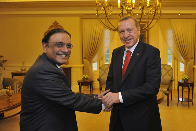 Turkey's Prime Minister Tayyip Erdogan (R) shakes hands with Pakistan's President Asif Ali Zardari during a meeting at the Presidential Palace of Cankaya in Ankara December 12, 2012.