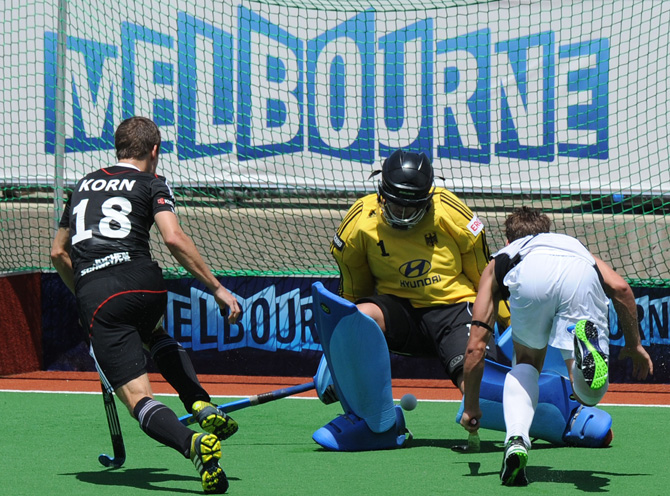 Nicolas Wilson (R) of New Zealand flicks the ball between the legs of goalkeeper Nicolas Jacobi of Germany during their men's hockey match at the Champions Trophy in Melbourne on December 1, 2012. ? Photo by AFP
