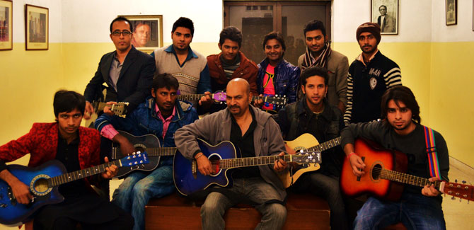 Alhamra-Arts-Council-Lahore-music-guitars-3