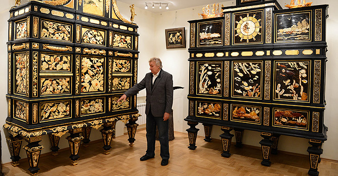 TO GO WITH AFP STORY by MARY SIBIERSKI -  Polish artist Lucjan Myrta shows dressers made with amber at his home in Sopot on November 15, 2012     AFP PHOTO/JANEK SKARZYNSKI