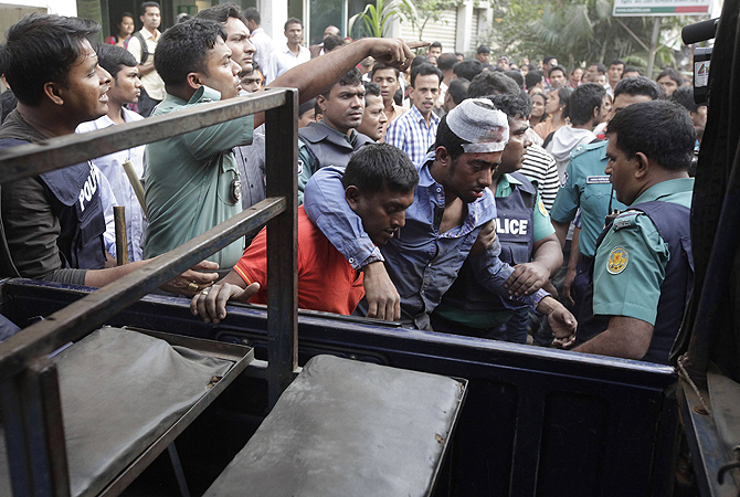 Police load injured activists of Bangladesh's Jamaat-e-Islami party onto a police van as they detain them after a clash with police and pro-government activists in Dhaka.?Photo by Reuters