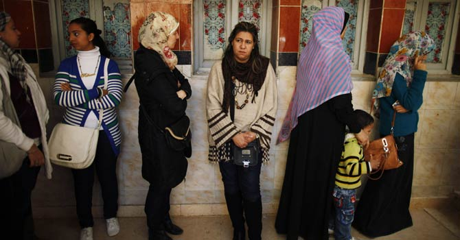 Women queue at a polling station to vote in the second and final round of a referendum on Egypt's new constitution, in Giza, south of Cairo, Dec 22, 2012. Egyptians voted on a constitution drafted by Islamists on Saturday in a second round of balloting expected to approve the charter that opponents say will create deeper turmoil in Egypt. - Reuters
