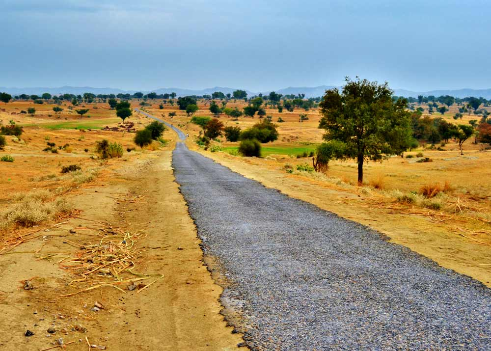 An 80-kilometre stretch of road is surrounded by barani lands. Water is scarce and life is dependent upon rainfall here.