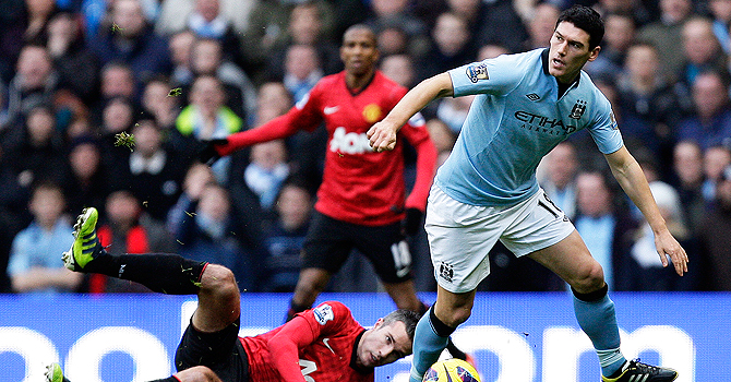 gareth barry, manchester city, manchester united, manchester derby
