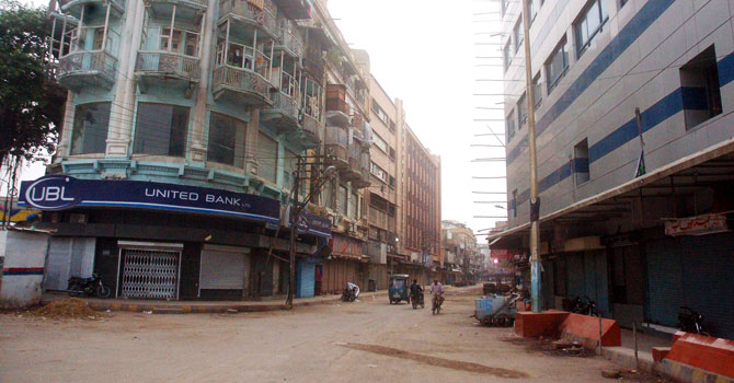 Apart from main markets, retail shops in residential areas remained shut till late evening. - Photo by PPI