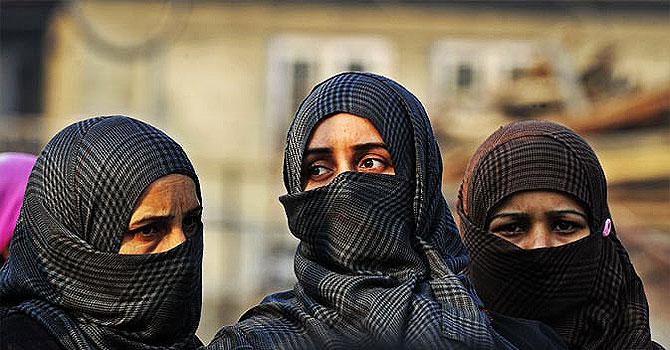 kashmiri women, kashmir, burqa, women in burqa