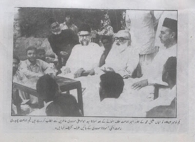 Islamic Scholar and founder of the Jamat-i-Islami holding a press conference in 1974 demanding that the government declare the Ahmadi community non-Muslim.