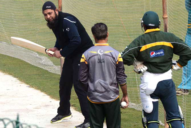 Inzamam-ul-Haq shows how it's done. ? Photo by AFP