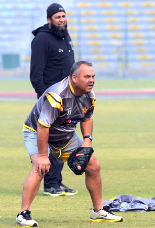 Pakistan's head coach Dav Whatmore and batting consultant Inzamam-ul-Haq during the practice session. ? Photo by AFP