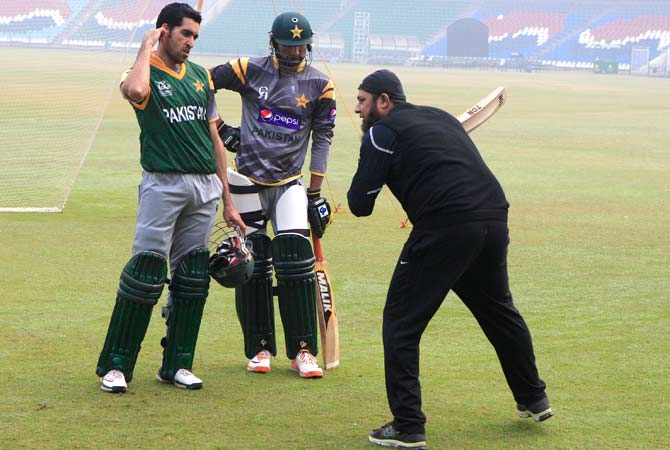 Pakistan cricket team's batting consultant and former great Inzamam-ul-Haq coaches Umar Gul and Sohail Tanvir ? Photo by AP