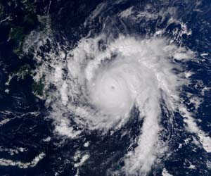 Philippines typhoon leaves 274 dead, hundreds missing